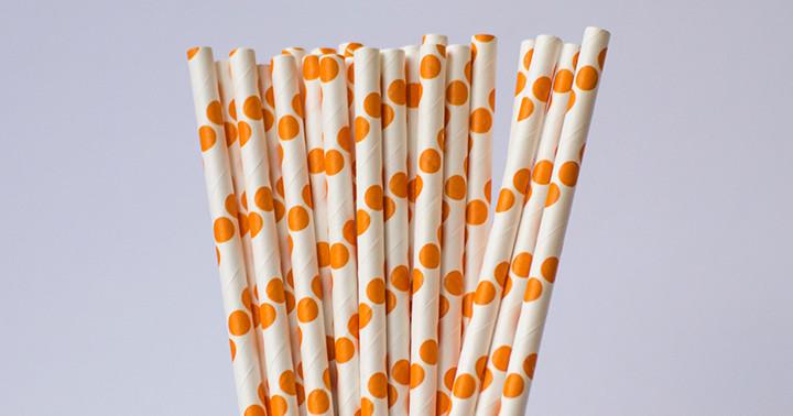 papierowe słomki
